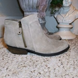 EUC Nine West Shyenneo Stone Suede Ankle Boots